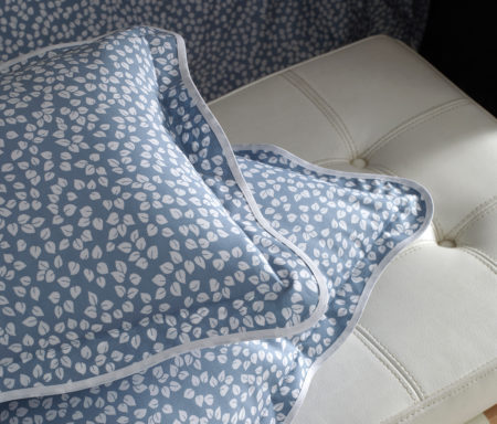 blue white leaves patterned bedding