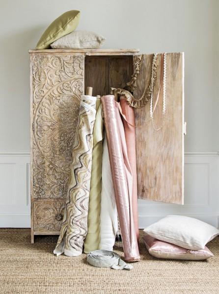 "rolls of <a href=""http://www.google.com"">fabrics</a>"